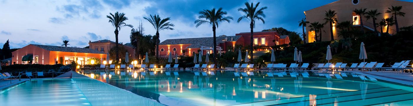Фотография отеля Donnafugata Golf Resort & Spa вечерняя подсветка бассейна - италия, Сицилия