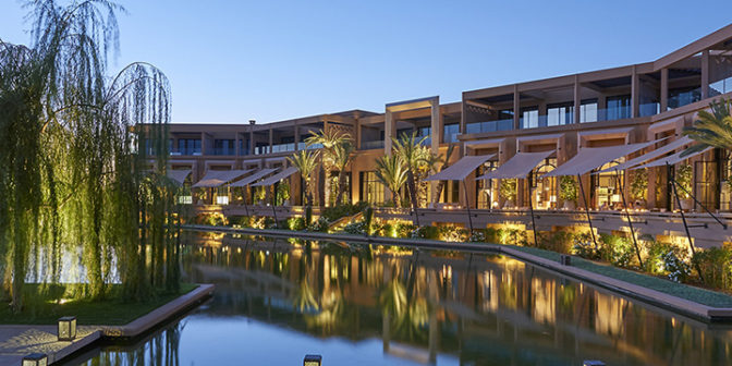 Фотография отеля Mandarin Oriental Marrakech отель вечер у бассейна - Марокко, Марракеш
