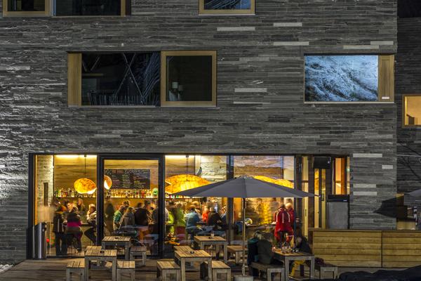 laax-rocksresort-apres-ski