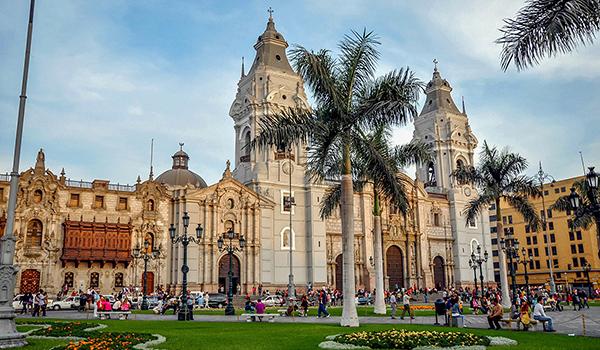 Peru-Lima-downtown-Plaza-Mayor