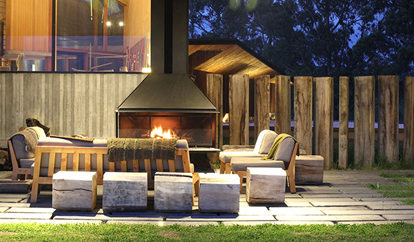 Tierra-Chiloe-Outdoor-Open-Fireplace-with-Cosy-Lounge 600-350