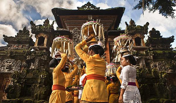ubud-bali-indonesia-temple-anniversary600-350
