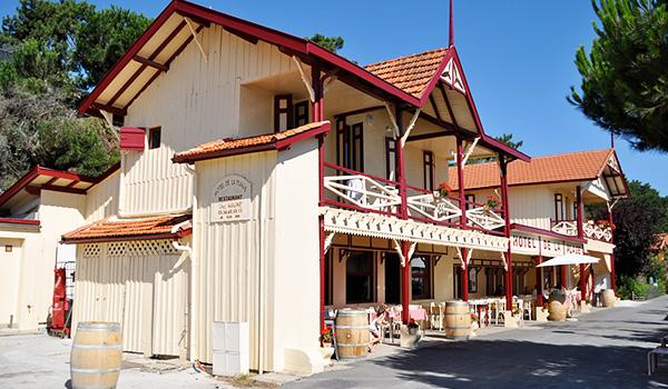 L'Hôtel De La Plage отель в деревне L'HERB1111111111E