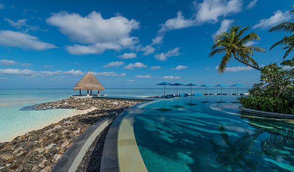 four-seasons-maldives-kuda-huraa-serenity-pool-beach-view