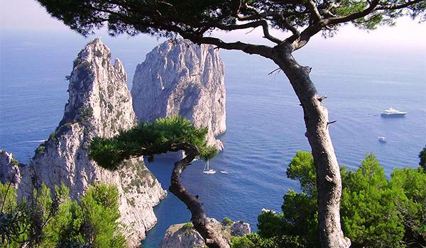 ostrov-Kapri-Italiya скалы3