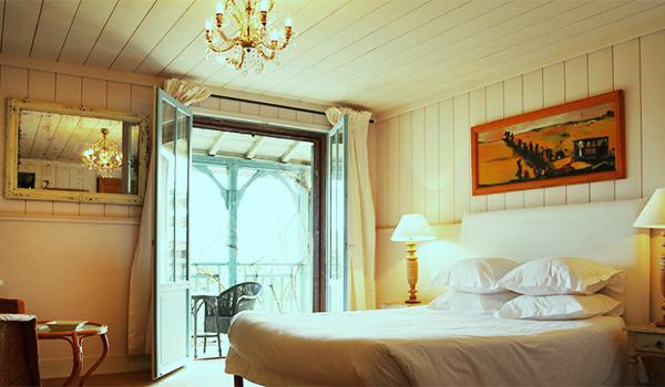 спальня LA MAISON DU BASSIN 1 отеля