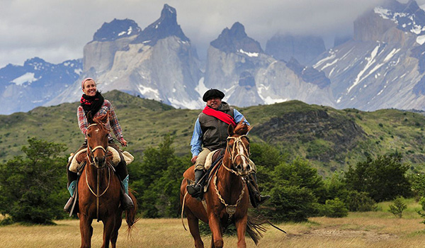 Horseback-rides-in-Patagonia-Explorations-in-Torres-del-Paine-National-Park600-350