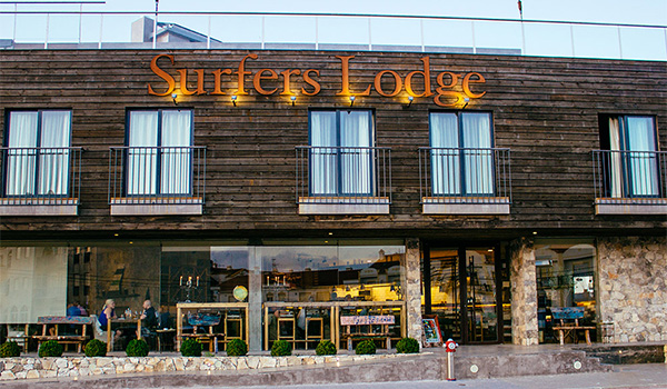 surfers-lodge-pene-building-branding-by-flower-hell