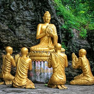 Laos-Luang-Prabang-Mount-Phousi-Goldene-Buddha-Statuen-300