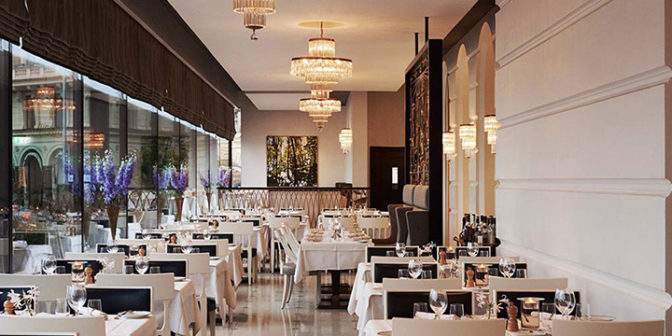 shvedskij-restoran-verandan-s-panoramnym-vidom-na-naberezhnuyu-stokgolma